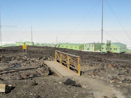 walk-to-scott-base-from-mcmurdo-station-antarctica
