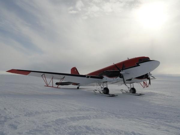 kenn-borek-jkb-dc3-byrd-station-antarctica-2013