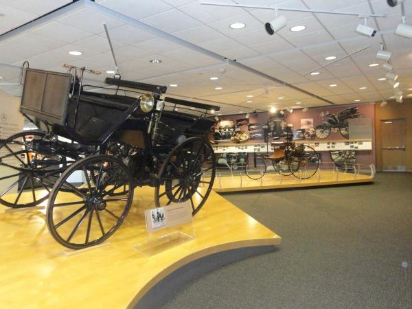 1886-daimler-motor-carriage-mercedes