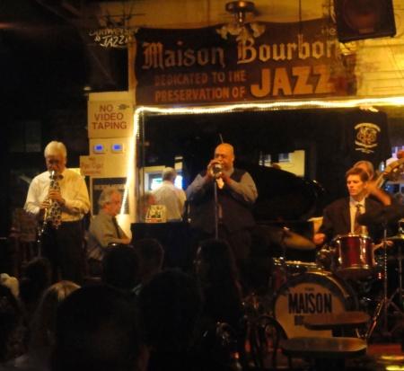 new-orleans-bourbon-street-live-jazz