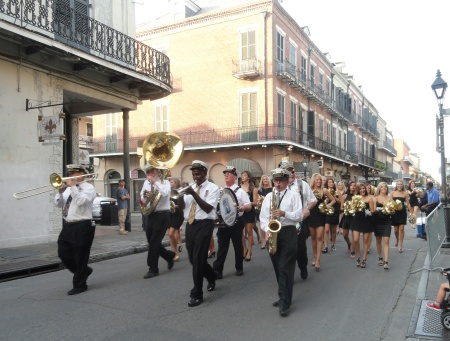 new-orleans-saints-marching-band-parade