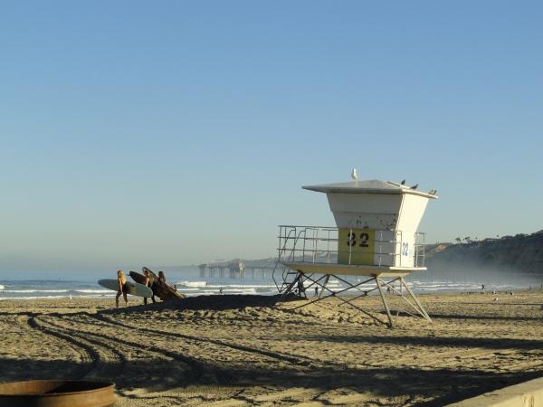 la-jolla-beach-lifeguard-station