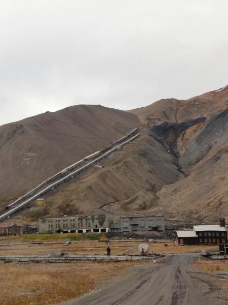 pyramiden-coal-mine