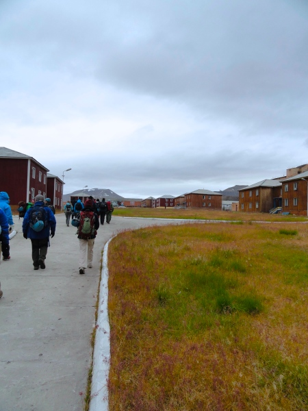 pyramiden-do-not-walk-on-grass