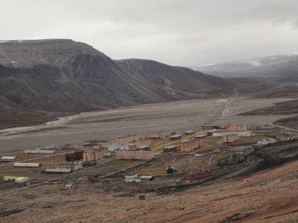 pyramiden-from-above