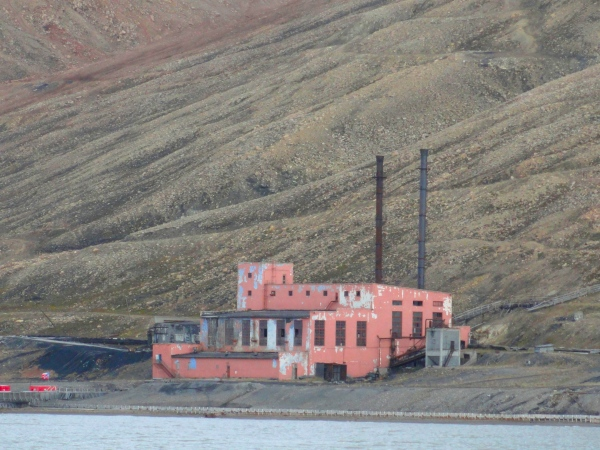 pyramiden-pink-power-plant