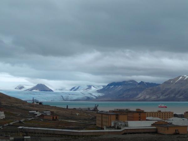 pyramiden-view-glacier