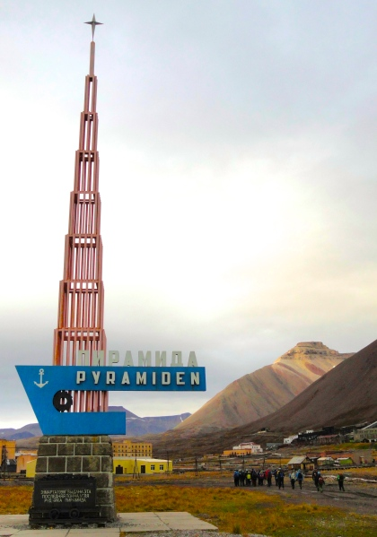 pyramiden-welcome-sign-last-year
