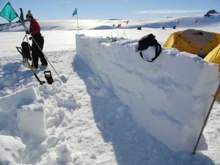 snow-wall-antarctica