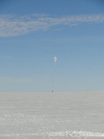 weather-balloon-launch-antarctica