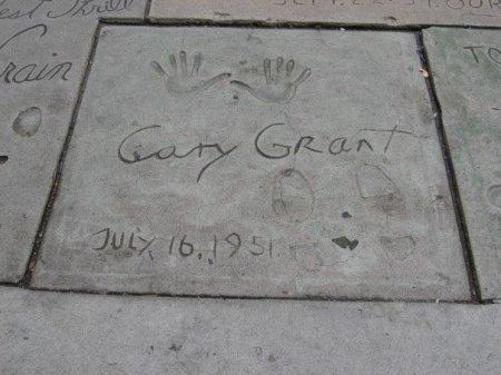 cary-grant-graumans-square
