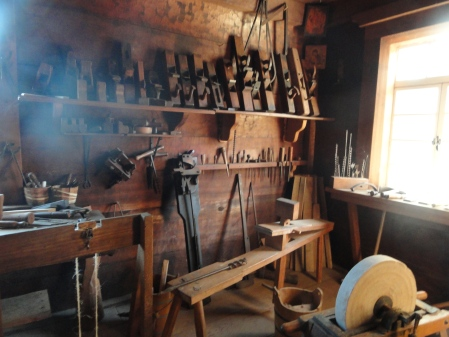 fort-ross-tools