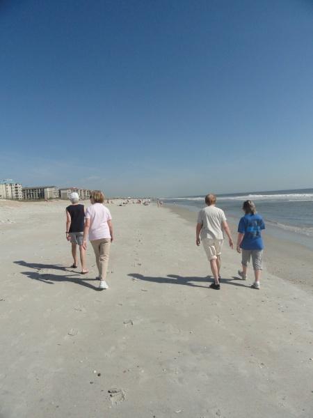 beach-walk-sisters