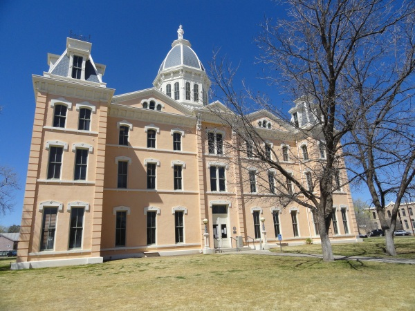 marfa-courthouse