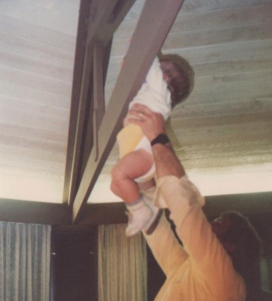 baby-doing-pull-ups
