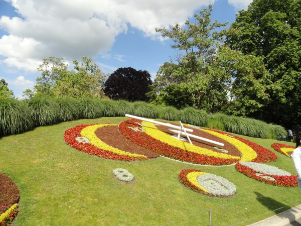 garden-clock-geneva-switzerland