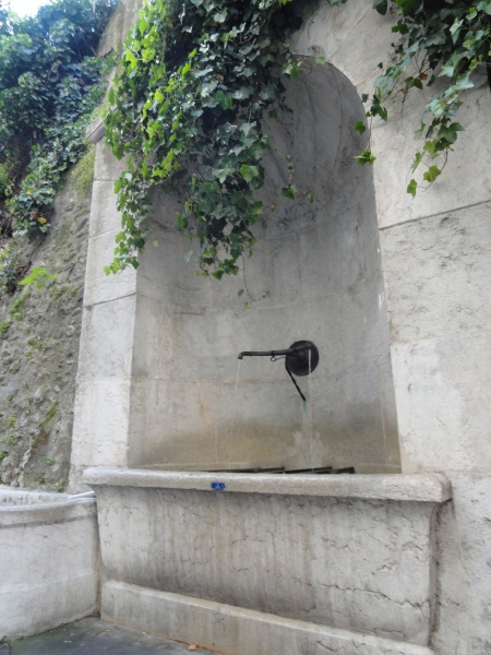 public-water-fountain-geneva-switzerland