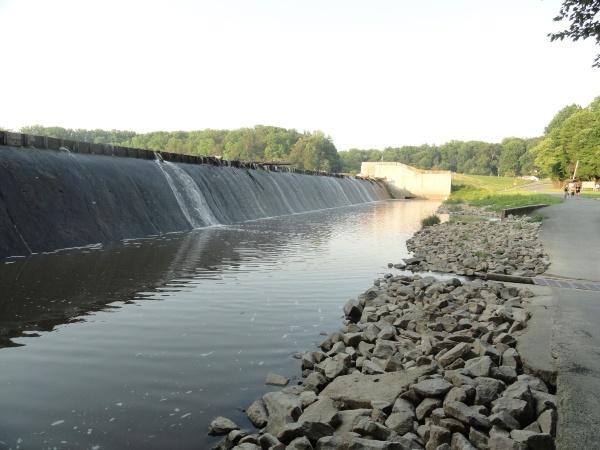 lake-accotink-dam