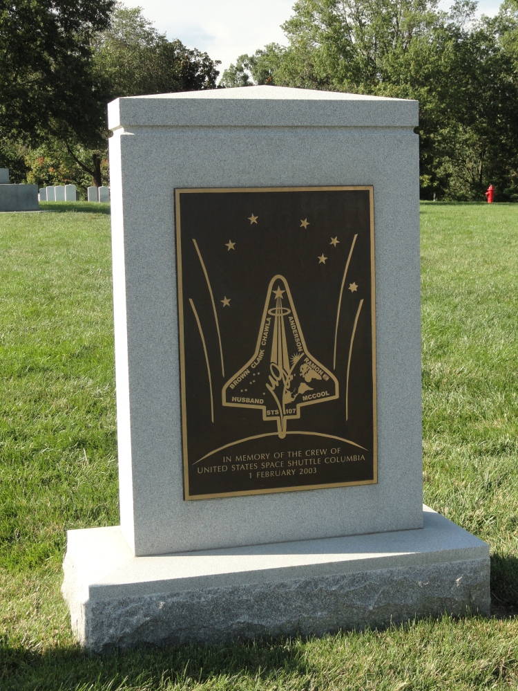 shuttle-columbia-memorial-arlington-national-cemetery