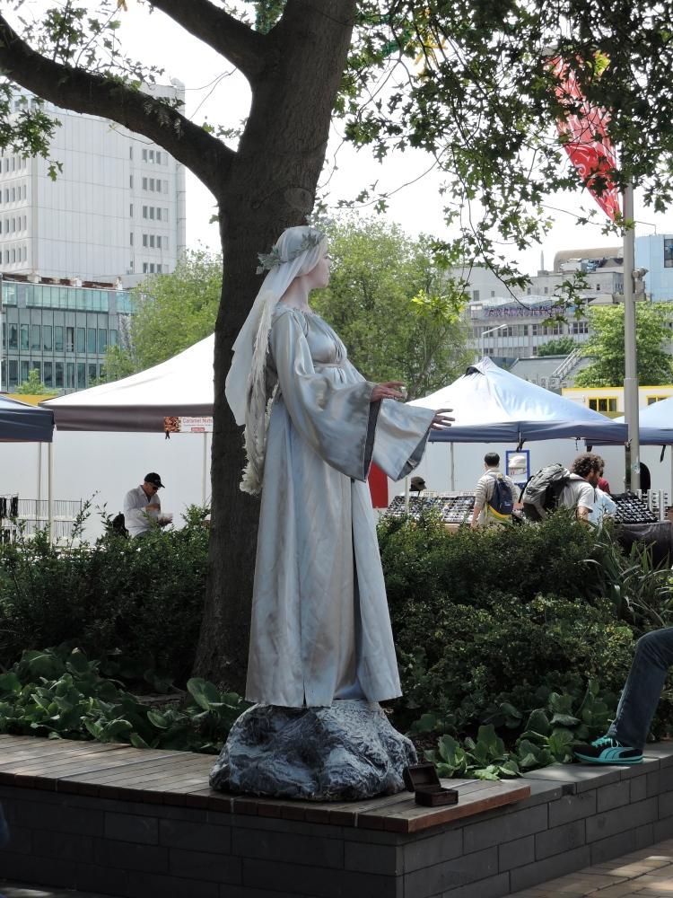 angel-street-performer-christchurch-new-zealand