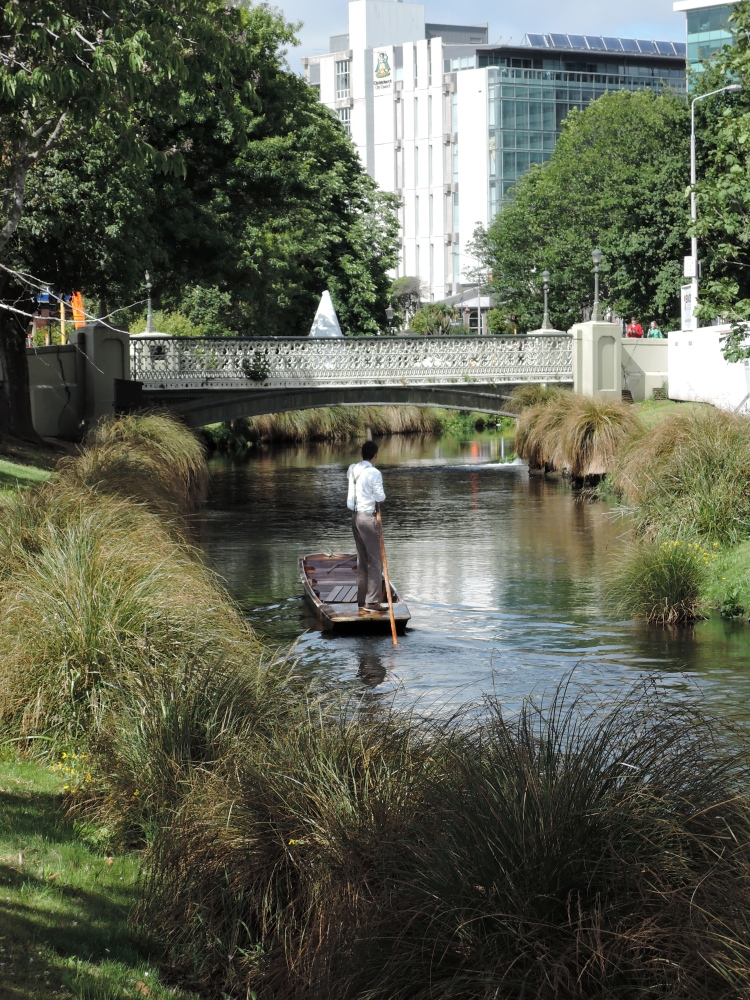 punting-on-the-avon-christchurch-new-zealand